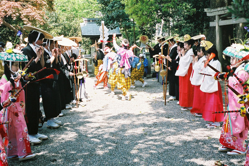 小津神社で舞いの奉納